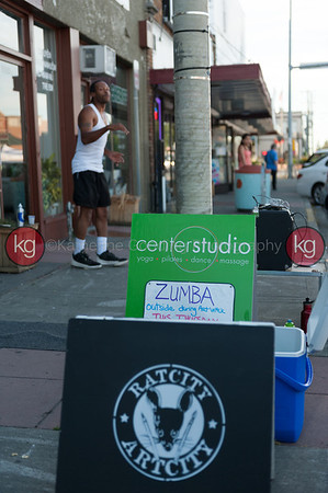 center studio zumba in the street
